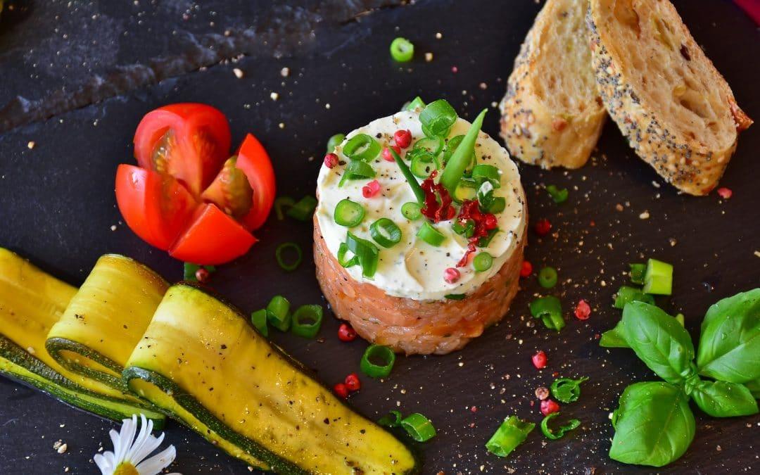 Le Tartare de Saumon, façon Thaï Condiment Pesto Roquette & Tartare de légumes !